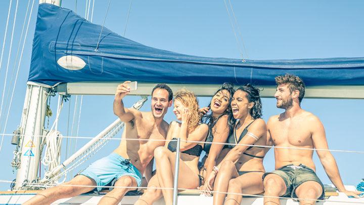 Фотосет и селфи на яхте с друзьями