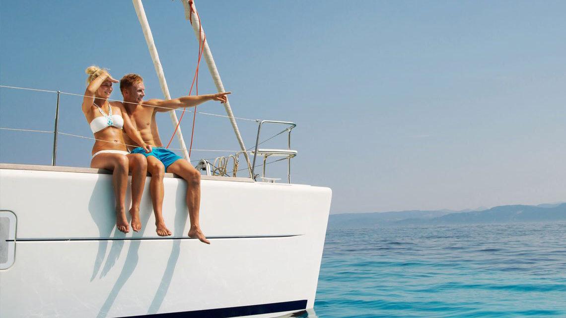 На яхте в море фото с девушкой