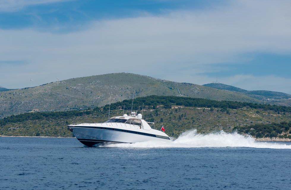 Фото яхты на прогулке в море