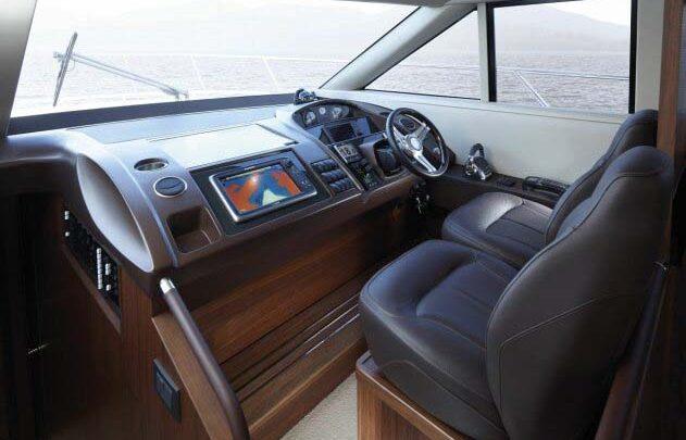 Капитанский мостик, кабина яхты