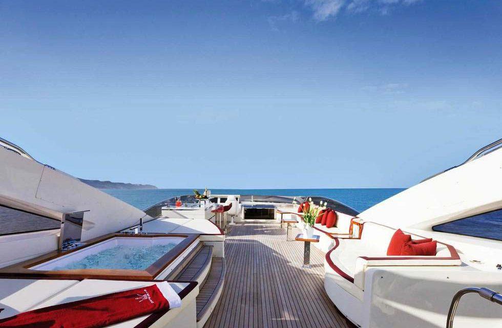 Выездной кейтеринг на яхте