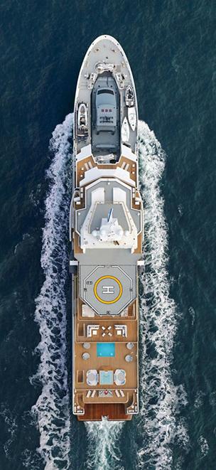 Мега яхта в черном море Сочи