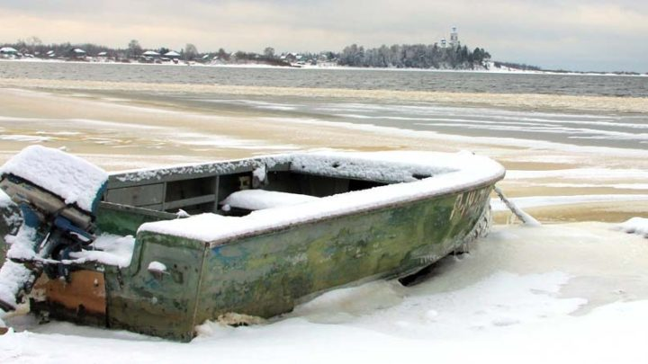 Катера и яхты зимой